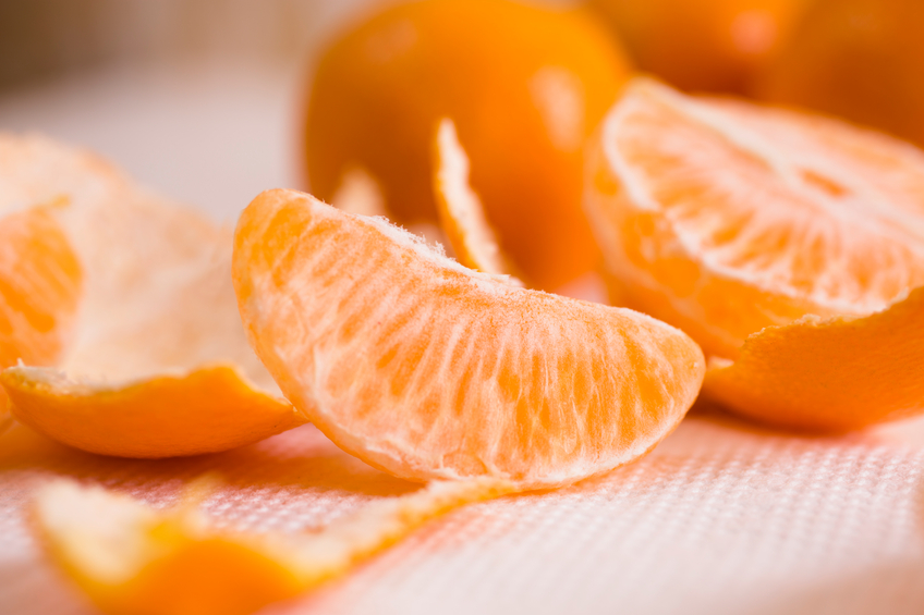 Oranges, fruit. Whole, slices, peeled.